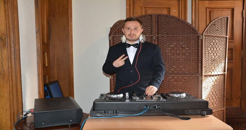"""""""DJ'LİK MESLEK OLARAK GÖRÜLMÜYOR"""""""